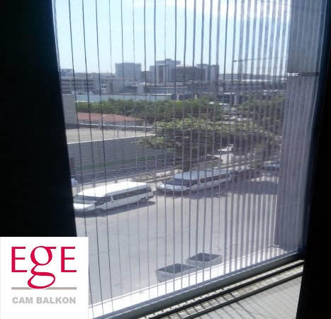 cam balkon için sineklik sistemi