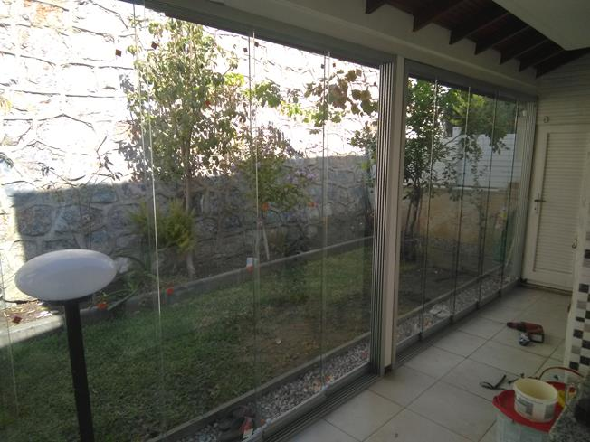 şeffaf renk sürgülü cam balkon